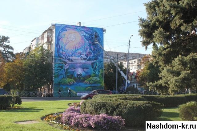 граффити «весна» на фасаде пятиэтажки по ул. им. дзержинского, 99 в краснодаре