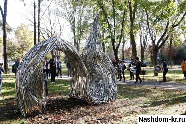скульптура «draped data»